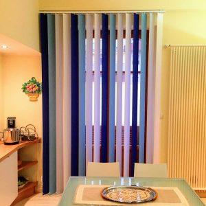 tenda verticale a 4 colori a gradazione nei toni del blu