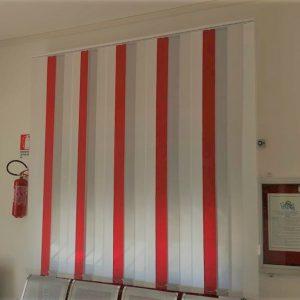 tenda verticale a 3 colori bianca, grigia e rossa