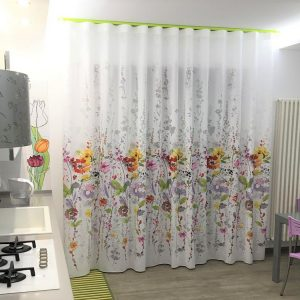Tenda floreale devorè su fondo bianca